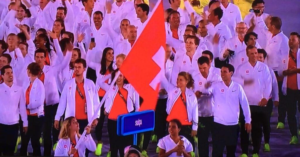 Team Schweiz mit Fabienne In-Albon bei der Eröffnungsfeier der Olympischen Sommerspiele am 5. August 2016
