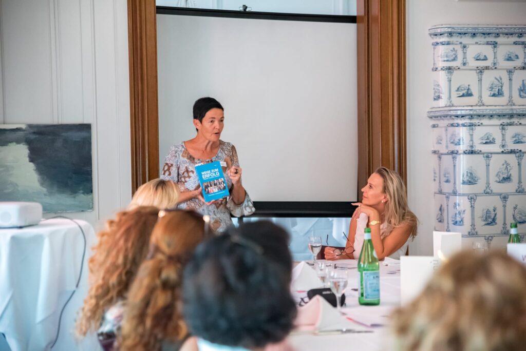 """Buchprojekt """" Wege zum Erfolg """" Schweiz mit womenbiz"""